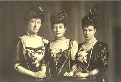 Lovely ladies, I love this photo.  Dowager Empress Marie (right) with her sisters Queen Alexandra and Crown Princess Thyra.