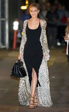 Gigi Hadid looked feminine in a black bodycon dress and black and white silk dre. Gigi Hadid looked feminine in a black bodycon dress and black and white silk dress robe. More style inspiration here: www. Gigi Hadid Looks, Style Gigi Hadid, Mode Outfits, Fashion Outfits, Night Outfits, Fall Outfits, Modelos Fashion, Animal Print Outfits, Black Bodycon Dress