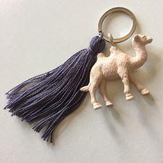 Tassel Animal Keyring CAMEL Ivory and Lilac di EleonoraHandmadeLab su Etsy