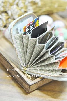 So cool, perfect idea for those who carry more cards than cash in our pockets!