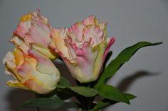 - French Tulips; handmade gum paste flower. Tania Ataoellah-Henriquez Sugar flower Artist. www.thesweetestsin.nl