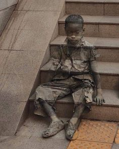 Street Art created by artist Kevin Lee for Unicef.Street Art created by artist Kevin Lee for Unicef. 3d Street Art, Murals Street Art, Amazing Street Art, Street Art Graffiti, Amazing Art, Amazing Paintings, Best Street Art, Street Artists, Body Painting
