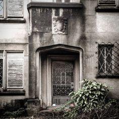 Mais uma imagem da mansão abandonada.