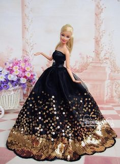 Elegantes schwarzes Kleid mit vielen goldenen Pailletten passend für Barbie Dol… Elegant black dress with many golden sequins suitable for Barbie Doll Large Elegant black dress with many golden sequins suitable for Barbie Doll Large, Barbie Wedding Dress, Barbie Gowns, Barbie Dress, Barbie Clothes, Barbie Doll, Dress Clothes, Doll Dresses, Dress Shoes, Barbie Style