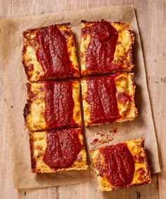 Imagine a thick, rectangular crust topped with crispy, caramelized brick cheese, finished with dollops of savory sauce on top—that's Detroit-style pizza. Detroit Style Pizza Recipe, Detroit Pizza, Pizza Recipes, Sauce Recipes, Baking Recipes, Vegetarian Recipes, Buddys Pizza, Pizza Style, Make Your Own Pizza