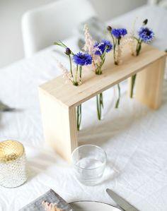 Madera y tubos de ensayo para una centro de mesa perfecto que nos sirve para decorar cualquier rincón. ¡Mirad el paso a paso!