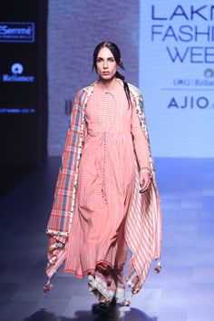 Divya Sheth LFW Summer/Resort 2017 - love the flowy silhouette, fabric and the balloon detail India Fashion Week, Lakme Fashion Week, Indian Designer Outfits, Indian Outfits, Muslim Fashion, Indian Fashion, High Fashion, Ethnic Trends, Indian Party Wear