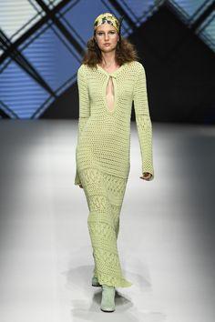 Daks Spring 2019 Menswear Fashion Show Collection: See the complete Daks Spring 2019 Menswear collection. Look 21 Crochet Summer Dresses, Mode Crochet, Legging Outfits, Traditional Fashion, Fashion Show Collection, Crochet Fashion, Pullover, Knitting Designs, Crochet Clothes