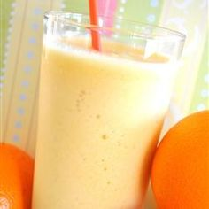 Orange Glorious: 1 cup milk 1 cup ice water 1 ounce) can frozen orange juice concentrate 12 cubes ice teaspoon vanilla extract cup white sugar Carrot Smoothie, Juice Smoothie, Smoothie Drinks, Smoothies, Smoothie Recipes, Detox Drinks, Raw Food Recipes, My Recipes, Favorite Recipes