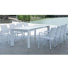 Set Arketipo e Moana. Se ha un giardino spazioso o un'ampia terrazza dove poter organizzare pranzi e cene all'aria aperta, questo tavolo potrebbe essere un'ottima soluzione, moderna, pratica e funzionale.