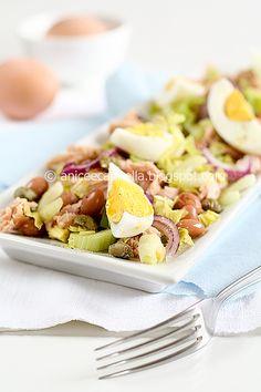 insalata di tonno, uova, e fagli ciuoti