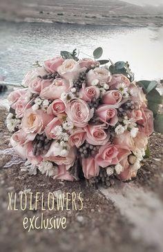 ΝΥΦΙΚΗ ΑΝΘΟΔΕΣΜΗ Bridal Bouquets, Wedding Stuff, Floral Wreath, Wreaths, Flowers, Decor, Wedding Bouquets, Floral Crown, Decoration