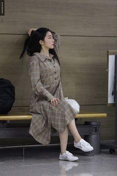 Imagem de red velvet, irene, and girl Korean Airport Fashion, Korean Fashion, Seulgi, Red Velvet Irene, Velvet Fashion, Kpop Fashion, Fall Fashion, Style Fashion, Airport Style