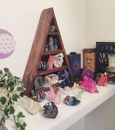 Crystal Room Decor, Meditation Room Decor, Meditation Space, Meditation Corner, Spiritual Meditation, Witch Room, Crystal Shelves, Hippy Room, Crystal Aesthetic