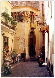Vicolo vecchio - Sorrento, Italy