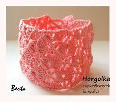 Berta - rózsaszín horgolt karkötő