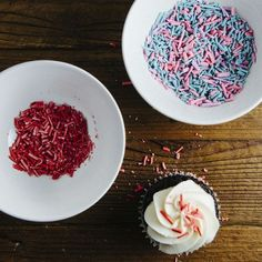 Tired of dull and tasteless sprinkles, Michelle from Hummingbird High has created a homemade version that adds color and flavor to ice cream and cakes. Food 52, Diy Food, Homemade Food, Homemade Sprinkles Recipe, Do It Yourself Food, Food Words, So Little Time, Just Desserts, Eat Cake