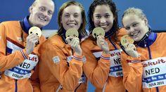 De Nederlandse zwemsters hebben woensdag bij de WK kortebaan in Doha in een wereldrecord de titel veroverd op de 4x200 meter vrije slag.