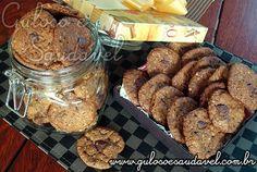 São perfeitos para o #lanche estes Cookies de Aveia e Chocolate Amargo! HUUMM, são uma delicia super saudável e fácil de fazer.  #Receita aqui: http://www.gulosoesaudavel.com.br/2012/01/26/cookies-chocolate-amargo/