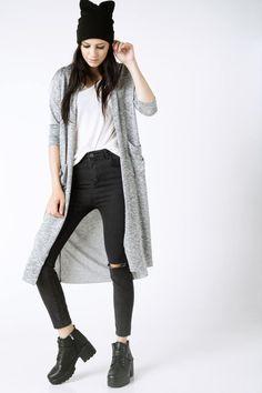 Şık modeli ve rahat kullanımı ile chino pantolonlarınızla kolayca kombinleyebileceğiniz bayan DeFacto triko hırka.