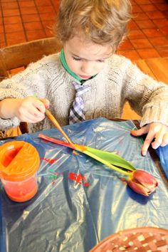 Turn beautiful nature items into amazing nature art! This is such a fun process art activity for preschoolers and toddlers. Love nature art and crafts for kids in Spring.