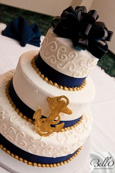 Cute sailor themed wedding cake! For those military newlyweds in the Navy. #weddingcake #belloromancephotography