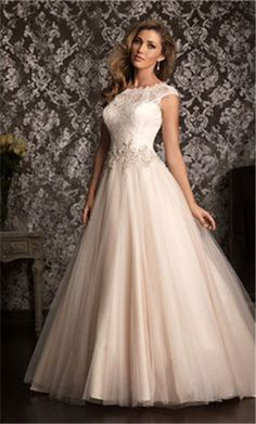 plus size wedding gown Love the top of this gown... Used Wedding Dresses dc2bb8c9d539