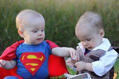 Lustige Zwillings Kostüme für Babys - Superman und Clarke Kent