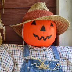 Halloween Porch, Halloween Pumpkins, Halloween Ideas, Make A Scarecrow, Boo Sign, Plastic Pumpkins, Painted Sticks, Pumpkin Crafts, Pumpkin Carving
