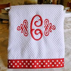 Embroidery Designs kitchen towels sewing projects with machine embroidery Machine Embroidery Gifts, Learn Embroidery, Machine Embroidery Designs, Embroidery Ideas, Applique Patterns, Sewing Hacks, Sewing Projects, Embroidery Monogram, Embroidery Fonts