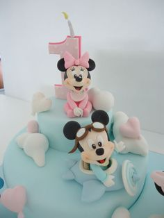Baby Disney among fluffy clouds! Minnie Mouse Cookies, Minni Mouse Cake, Bolo Da Minnie Mouse, Festa Mickey Baby, Mickey And Minnie Cake, Mickey Cakes, Gateau Theme Mickey, Twins Cake, Fantasy Cake