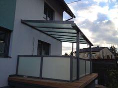 Anthrazit Graue Terrassenüberdachung mit Aluprofilen und Glas