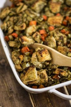 Vegan+Easy+Bread+Stuffing+//+Make+your+main+dish+extra+comforting+by+filling+it+with+this+delish+bread+stuffing.+ +The+Green+Loot+...+#vegan+#veganrecipes+#veganchristmas+#veganchristmasdinner+#christmasrecipes