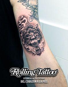 Tatuaje de Lobo | Diseñado y tatuado por Javier Jiménez, tatuador e ilustrador en Rolling Tattoo Studio (Fuengirola) | Todos los Derechos Reservados | WOLF TATTOO | Designed & tattooed by Javier Jiménez, tattooist & illustrator in Rolling Tattoo Fuengirola | All Rights Reserved. #wolftattoo #lobotattoo #tatuajelobo #tatuaje #tattoo #illustration #art