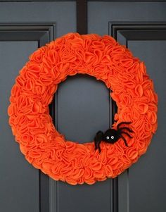 Fun felt -- The texture on the circles of this wreath were created with pinking shears. (Photo by: All Things Simple)