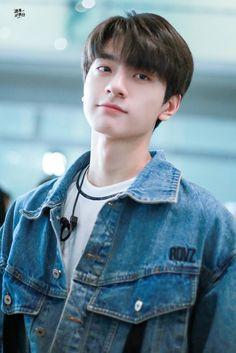 Crush on you Hot Korean Guys, Korean Boys Ulzzang, Cute Asian Guys, Cute Guys, Asian Actors, Korean Actors, Asian Babies, Cute Actors, Actor