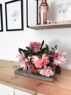 Heute ist #freshflowerfriday wie bei Beccs! Entdecke noch mehr Wohnideen auf COUCH #wohnen #einrichtungsideen #einrichten #interior #COUCHstyle #blumen #flower Happy Sunday, Couch, Vase, Inspiration, Home Decor, Gladioli, Peonies, Fresh Flowers, Cut Flowers