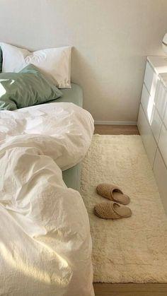 Room Ideas Bedroom, Bedroom Inspo, Home Bedroom, Bedrooms, Apartment Bedroom Decor, Minimalist Room, Aesthetic Room Decor, Cozy Room, Dream Rooms