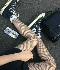 converse, supreme, and grunge Bild Outfits With Converse, Edgy Outfits, Grunge Outfits, Grunge Fashion, Cool Outfits, Fashion Outfits, Womens Fashion, Fashion Trends, Luxury Fashion