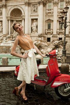 Самые популярные тэги этого изображения включают: Vespa, rome, girl, red и vintage