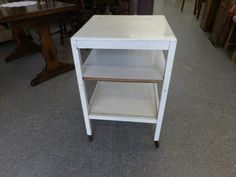 White Trolley Table Great Project ---------------------------------------------- £5 (PC880)