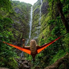Watching the Waterfall in a Hammock in Hawaii. Photo by Kalen Emsley. Film Le Secret, Oahu Restaurants, Camping Sauvage, Mr T, Voyager Seul, Home Luxury, Hawaii Pictures, Outdoor Life, Outdoor Decor