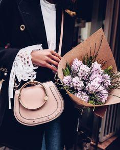 "Polubienia: 15.2 tys., komentarze: 153 – Annabelle Fleur (@vivaluxuryblog) na Instagramie: ""Pretty details 🌸 / @chloe bag & blouse #chloegirls #ootd #whatiwore"""