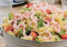 Pastasalat er praktisk og enkelt å servere hvis du venter mange gjester. Det passer også til koldtbord. Denne smaksrike ostesausen er basert på…