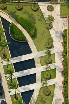 GILBERTO ELKIS PAISAGISMO Interesting combination of straight and curved lines---looks like a fun space to walk through #minimalist
