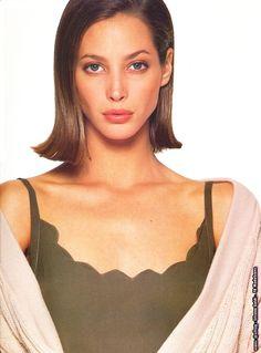 Vogue Spain, Vogue Korea, High Class Fashion, 90s Fashion, Original Supermodels, V Magazine, Christy Turlington, Fashion Images, Face And Body