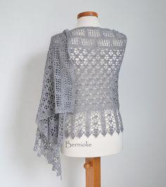 GRACE Crochet shawl pattern pdf por BernioliesDesigns en Etsy