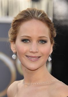 Jennifer Lawrence's Academy Awards Hair & Makeup — Sexy Smokey Eyes Natural Wedding Makeup Looks, Wedding Makeup For Blue Eyes, Wedding Eye Makeup, Blue Eye Makeup, Makeup For Brown Eyes, Bridal Makeup, Hair Makeup, Makeup Eyes, Natural Makeup