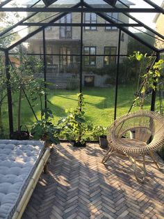How to make the small greenhouse? There are some tempting seven basic steps to make the small greenhouse to beautify your garden. Greenhouse Kitchen, Outdoor Greenhouse, Cheap Greenhouse, Portable Greenhouse, Greenhouse Interiors, Greenhouse Plants, Backyard Greenhouse, Outdoor Gardens, Greenhouse Ideas