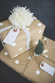 Christmas Gift Wrap Inspiration - find a way to make these pom poms. All Things Christmas, Holiday Fun, Christmas Crafts, Christmas Gift Decorations, Christmas Gift Wrapping, Creative Gift Wrapping, Wrapping Ideas, Mistletoe And Wine, Wrapping Paper Crafts